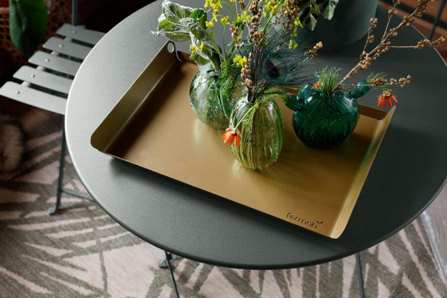 Bistro cafémöbler i färgen rosemary, från Franska varumärket Fermob.