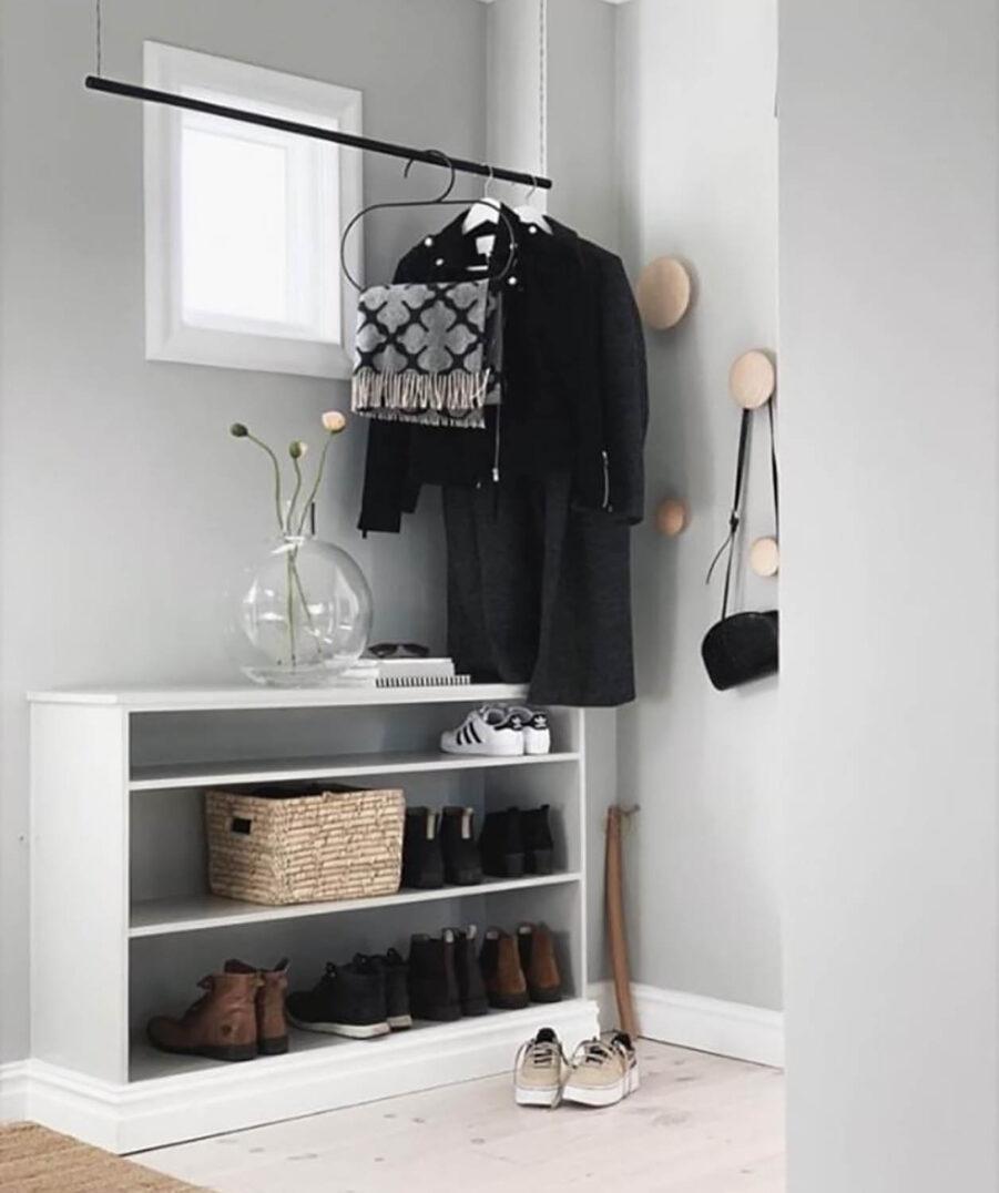 Design Of klädstång i svart.