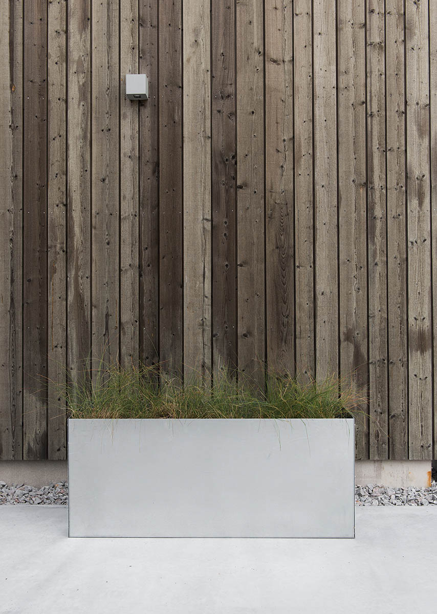 Miljöbild på planteringskärl i galvat stål från Design Of.
