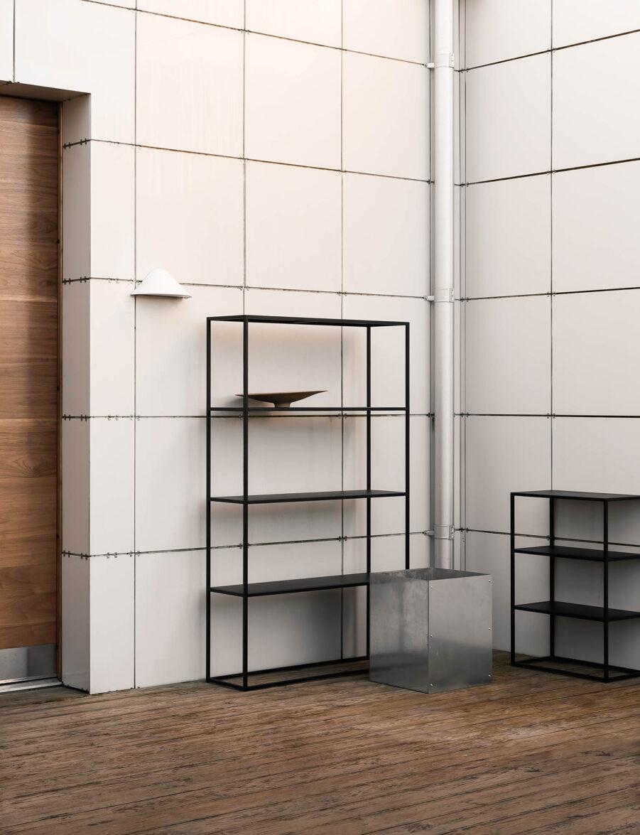 Design of bokhylla för både ute och inne.