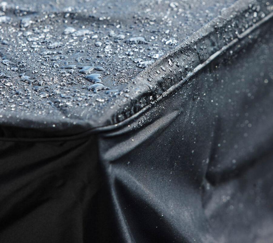 Detaljbild på regnskydd från Cane-Line.