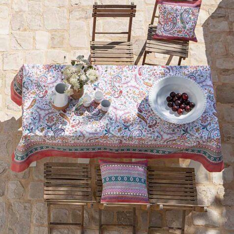 Burano bordsduk i färgen vR1 från Bassetti Granfoulard.