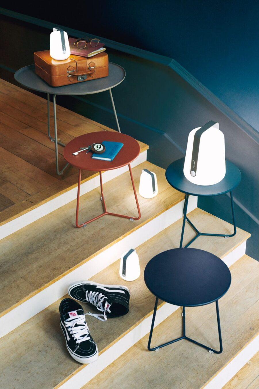 Miljöbild på Cocotte sidobord med Balad lampa.