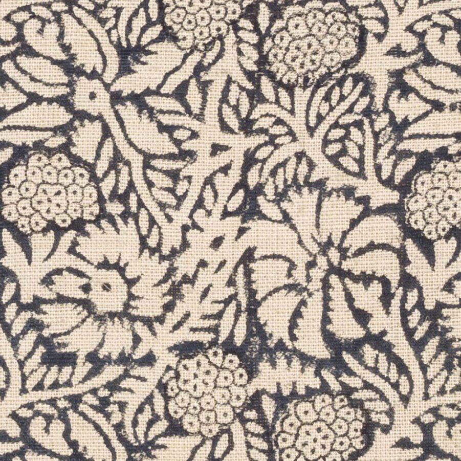 Detaljbild på meadow kuddfodral i mörkgrått.