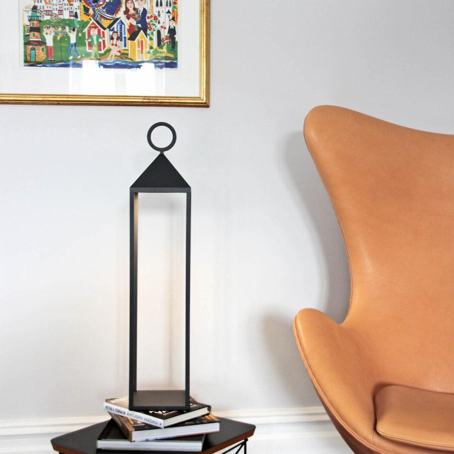 Faro 67 lampa sladdlös i antracitgrått.