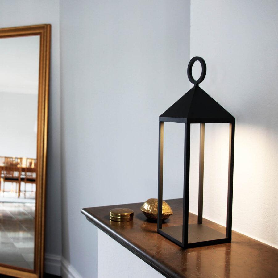 Faro47 lampa från LightsOn i antracitgrå.