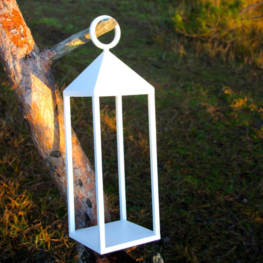 Lampa Faro 47 i vitt från LIghtsOn.