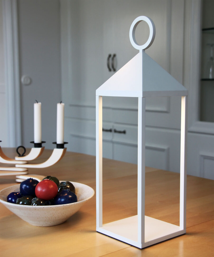 Faro 47 vit bordslampa från LightsOn.