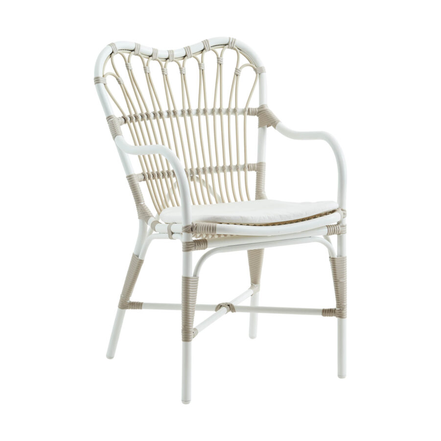 Margret karmstol i vitt med vit dyna.