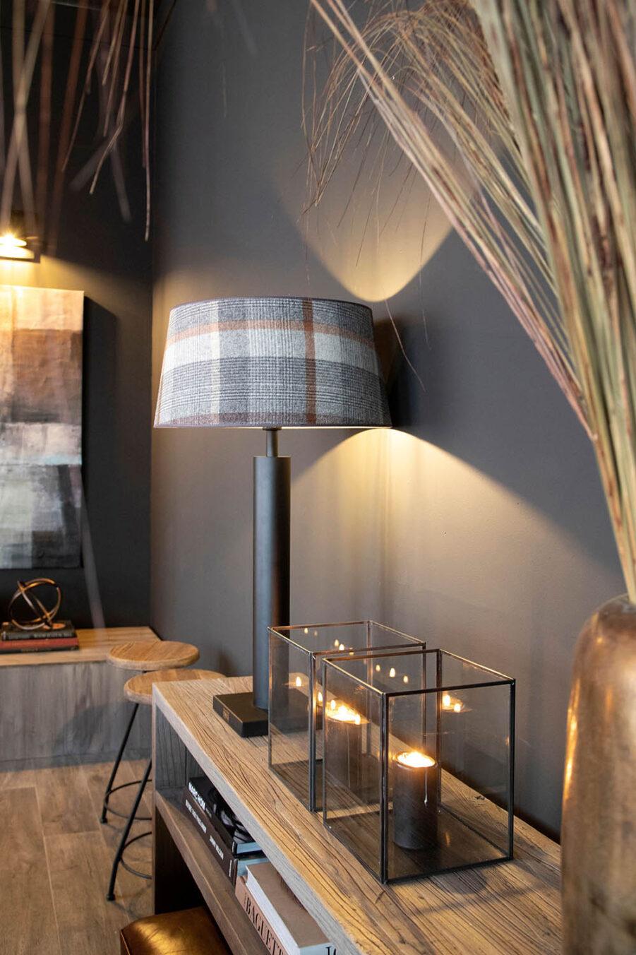 Miljöbild på Milan lampa med Malham lampskärm.