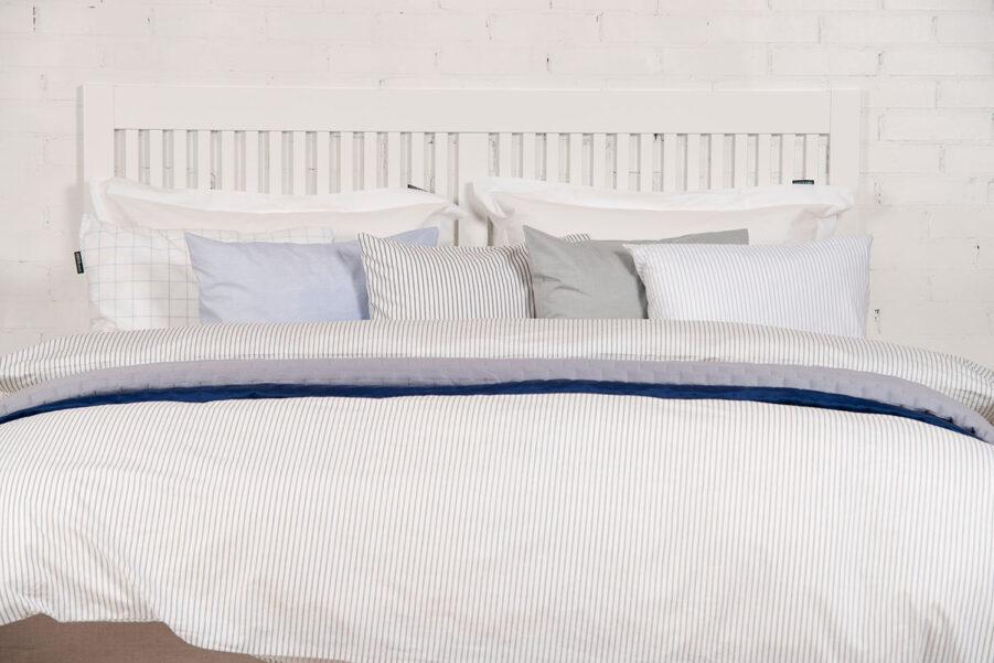Miljöbild på vit Nova sänggavel från Zebra COllection.