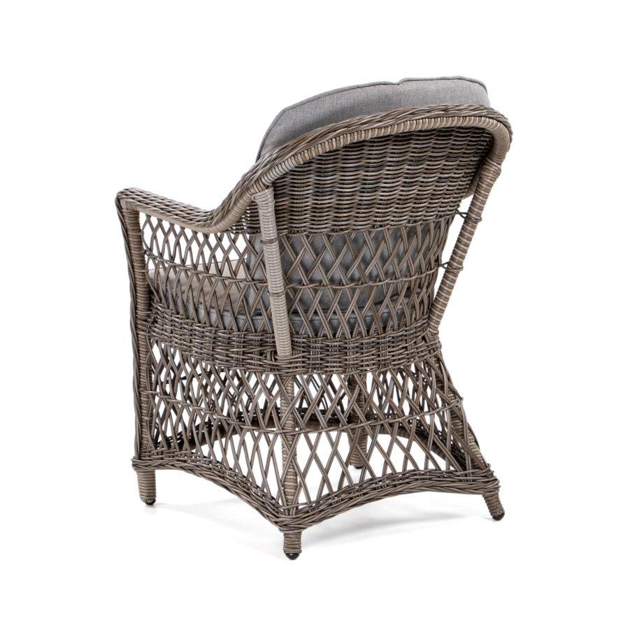 Marienlyst karmstol i drivvedsfärgad konstrotting med brun dyna.