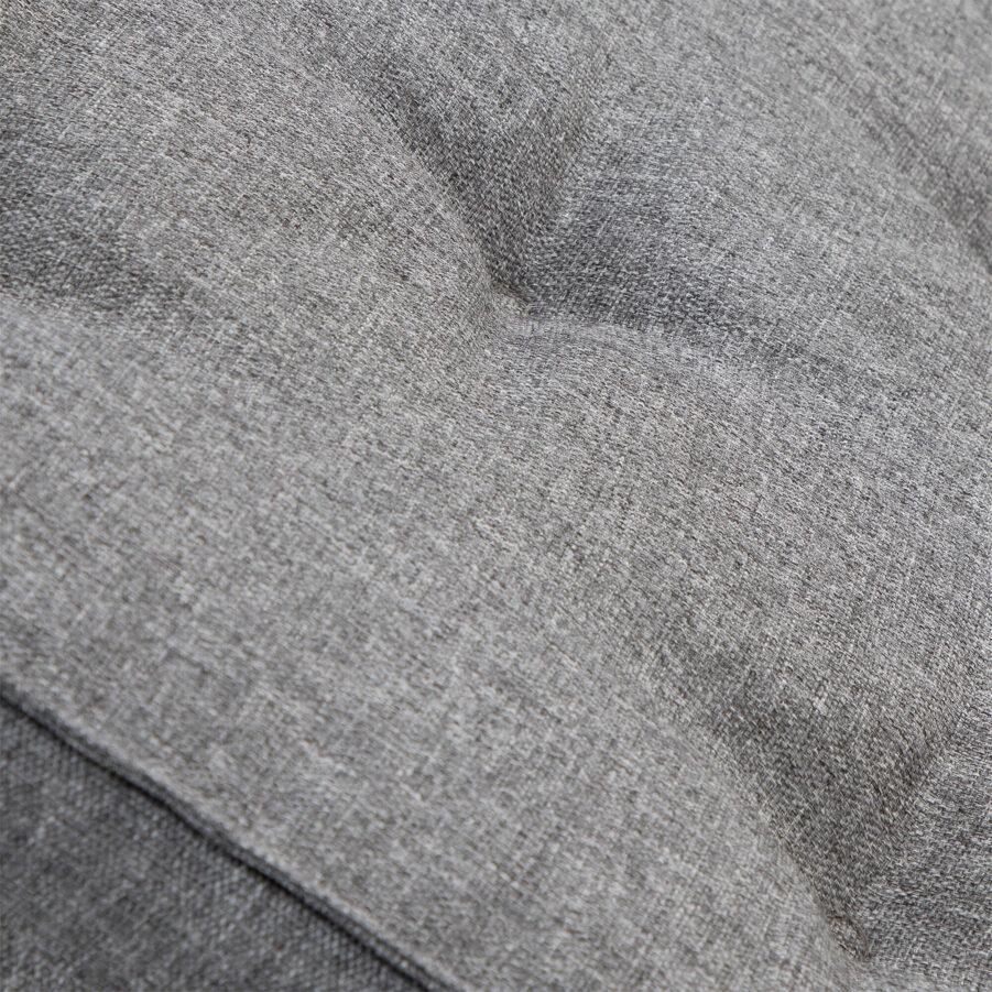 Detaljbild på Ivanca sittdyna 43x43 cm i ljusgrått.