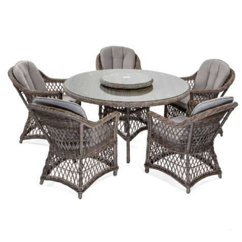 Marienlyst fåtölj med Windsor matbord i drivvedsfärgad konstrotting.