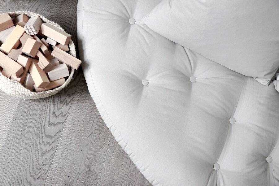 Närbild på Nido futon från Karup.