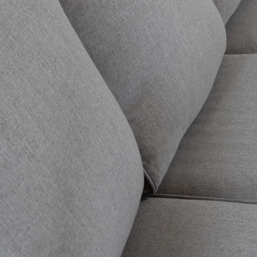 Detaljbild på dynorna i Marienlyst soffa från Atleve.