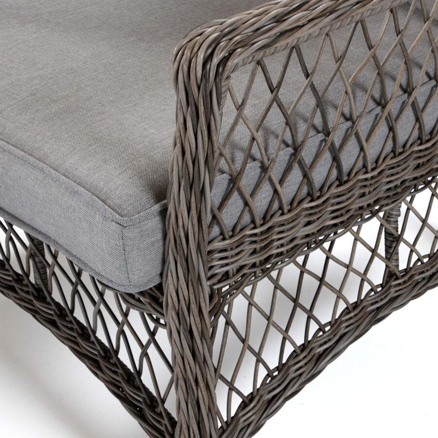 Detaljbild på Marienlyst soffa från Atleve i konstrotting med drivvedsfärg.