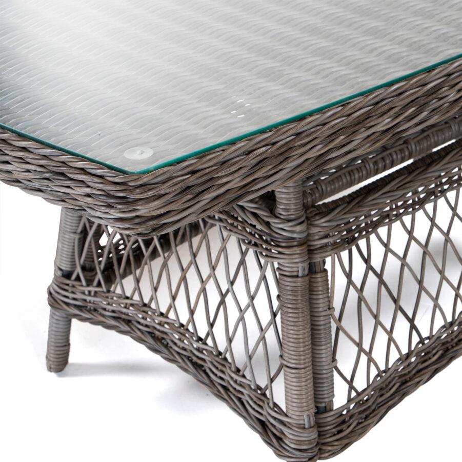 Detaljbild på Marienlyst soffbord från Atleve i konstrotting med drivvedsfärg.