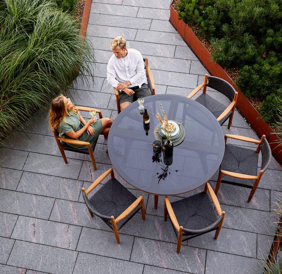Miljöbild på Apect bord med Luna karmstol.
