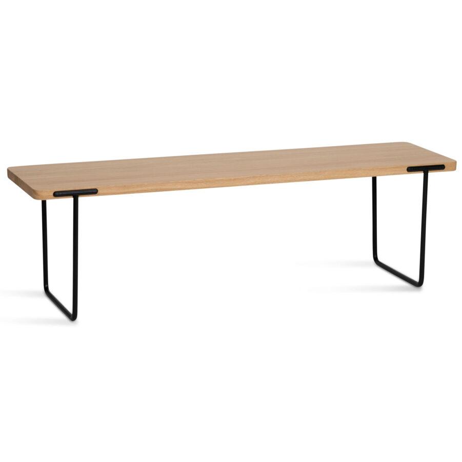 Updagte bänk i ljus klarlackad ek i storleken 140 cm.