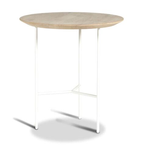 Tribeca sidobord med vitt stativ och skiva i såpad ek.