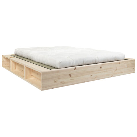 Ziggy sängram i furu med tatami-mattor och futon i vitt.