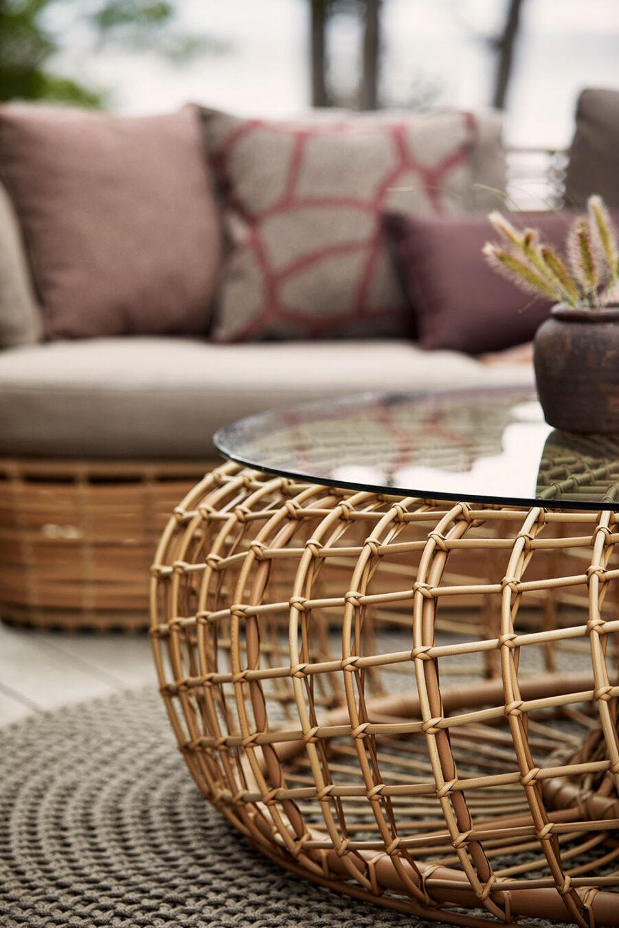 Nest soffbord i färgen natur.