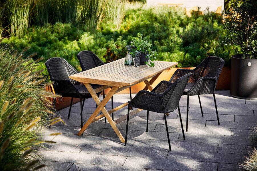 Miljöbild på Flip matbord med Breeze karmstol.