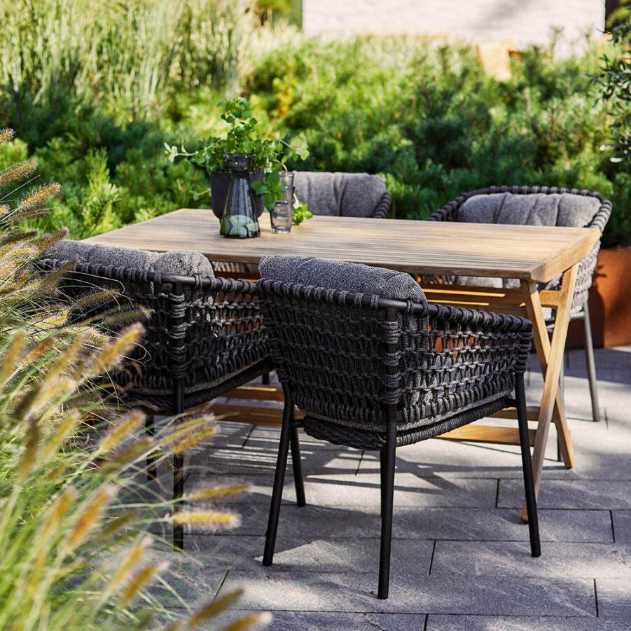 Miljöbild på Flip matbord med Ocean karmstol.
