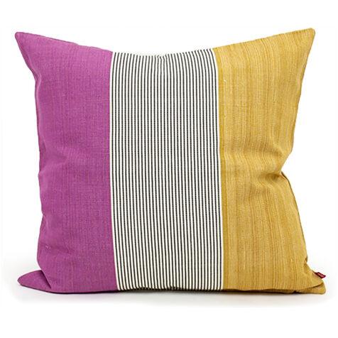 Ace kudde i färgerna Cerice och rosa.
