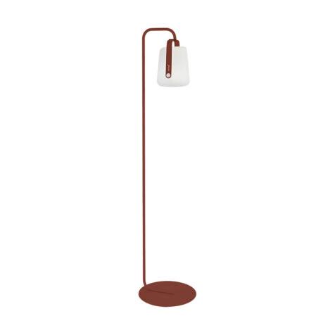 Balad lampa med lampfot från Fermob.