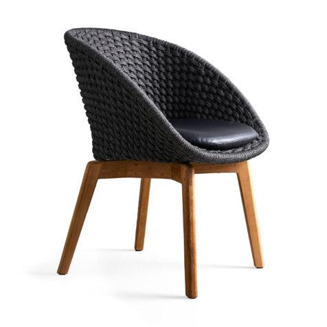Peacock karmstol med ben i teak och sitsdyna i skinn.
