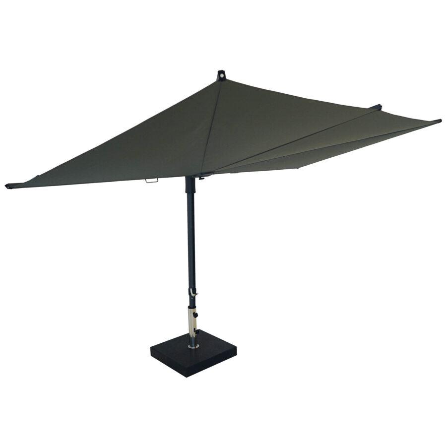 Sun Square parasoll i grått.