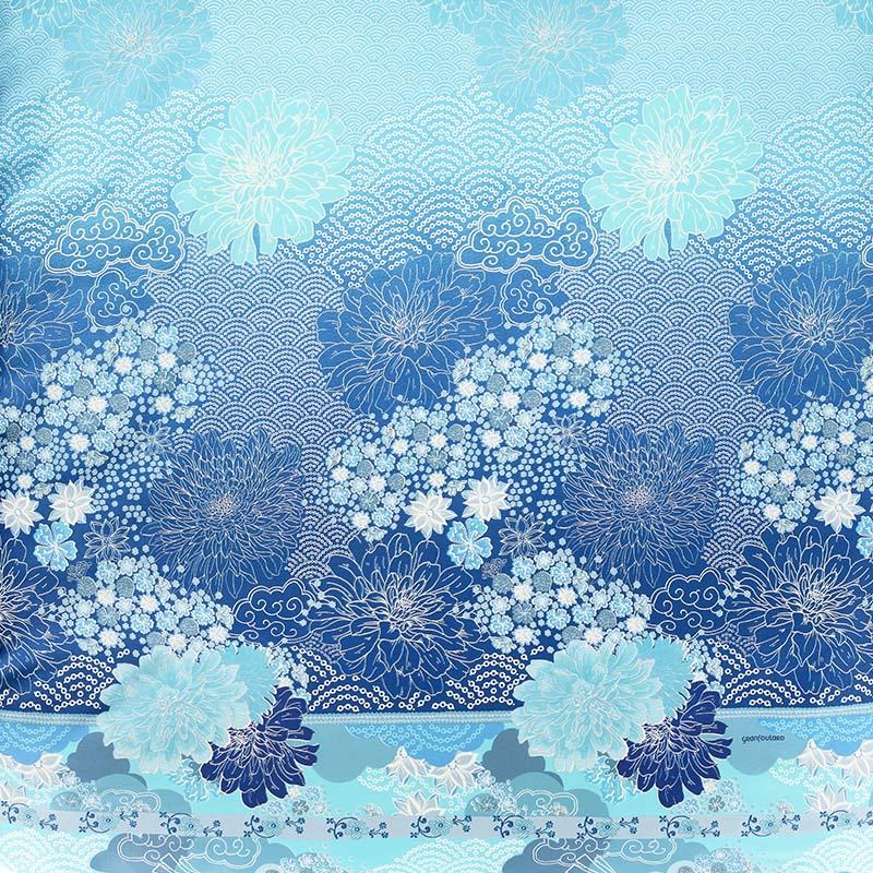 Närbild på Madama Butterfly bäddset i blått.