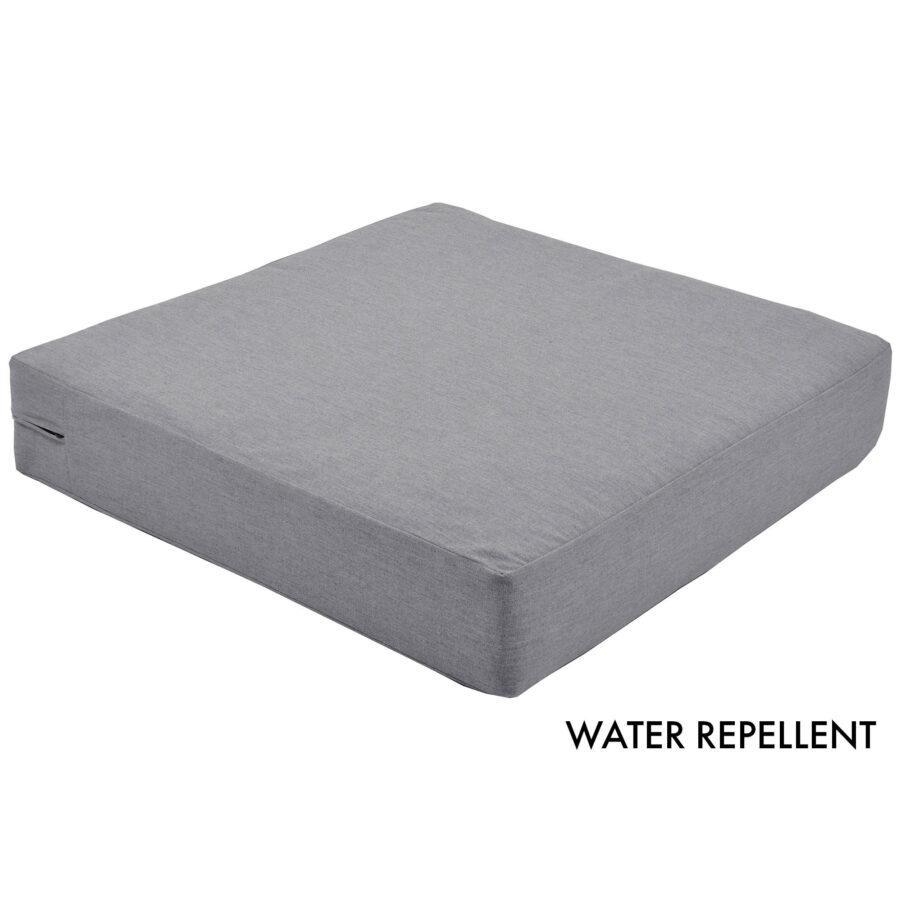 Närbild på Water Repellent dynor i färgen cement.