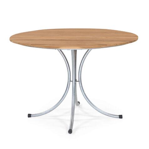 Sigtuna matbord med diametern 106 cm i teak med galvaniserat stativ.