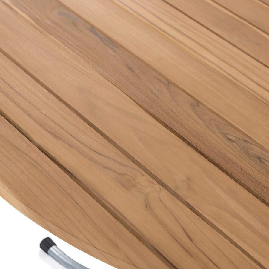 Detaljbild på Sigtuna matbord med diametern 106 cm i teak med galvaniserat stativ.