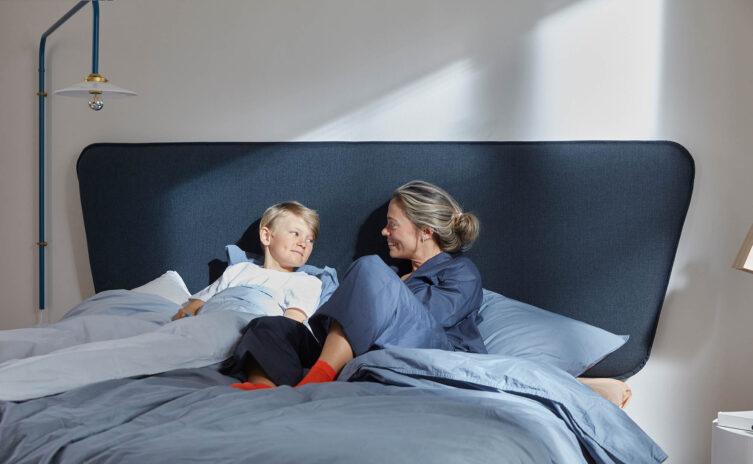 Miljöbild på Retro sänggavel i blått.